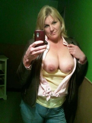 Dorianne topless escort girls Merrillville, IN